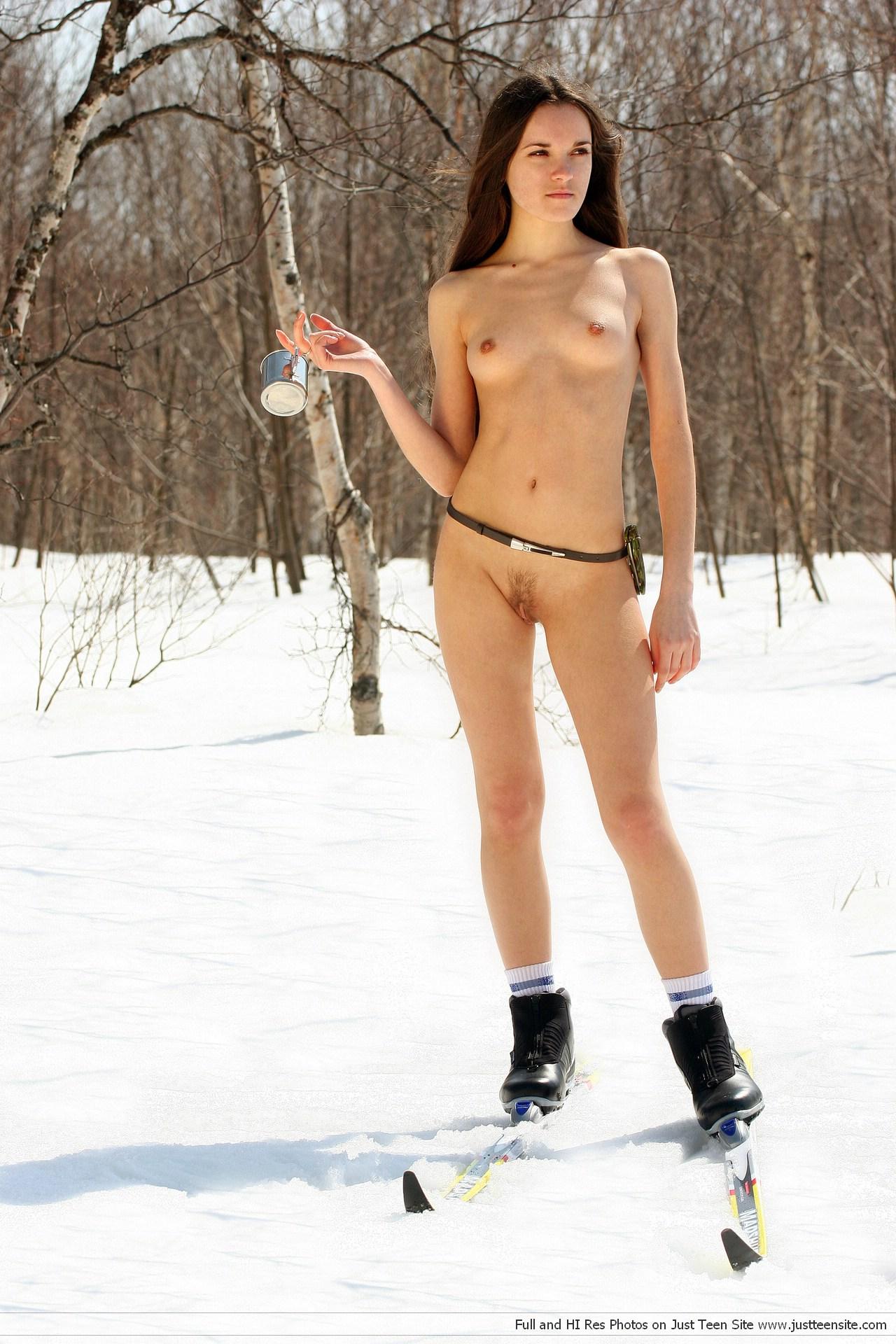 секс зимой с лыжницей