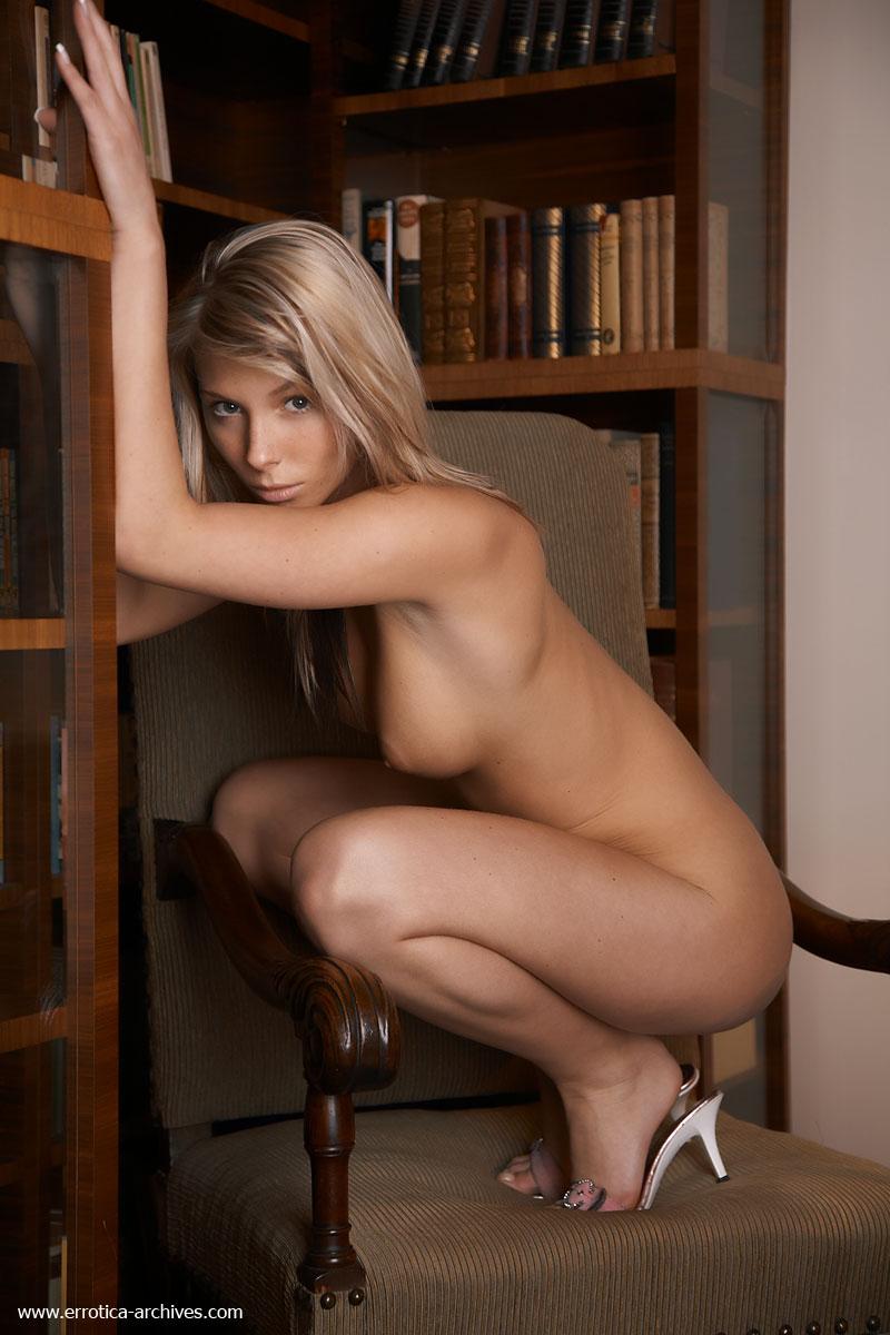 Эротика в кресле 26 фотография