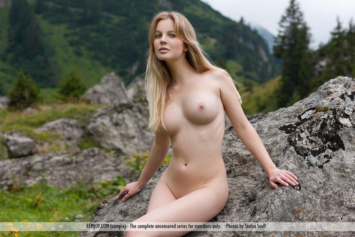Belinda Nude