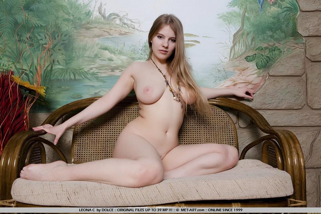 amateur big boob free pic